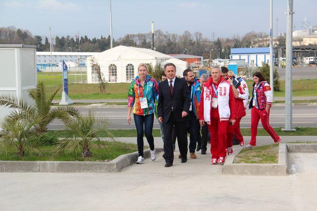 В.Л.Мутко и П.А.Рожков в г. Сочи посетили Прибрежную паралимпийскую деревню, где размещаются сборные команды России по хоккею-следж и керлингу на колясках