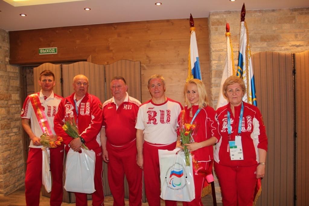 Шеф миссии Павел Рожков и президенты федераций поздравили лыжников и биатлонистов по итогам трех соревновательных дней