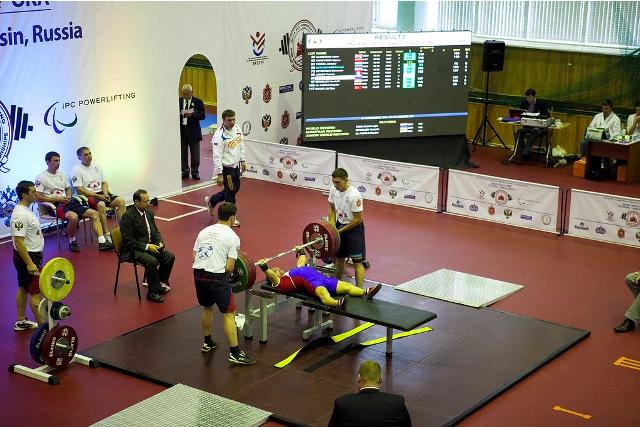 В первый соревновательный день Открытого чемпионата и первенства Европы по пауэрлифтингу среди спортсменов с поражением опорно-двигательного аппарата российские спортсмены (юниоры, юниорки) завоевали 3 золотые медали, и спортсмены (мужчины, женщины) - зол