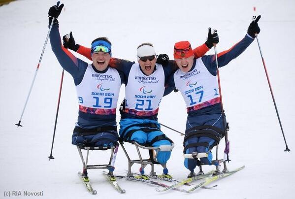 """""""Золото"""", """"серебро"""" и """"бронзу"""" завоевали  российские спортсмены с поражением опорно-двигательного аппарата, выступающие в категории """"сидя"""",  в соревнованиях по  лыжным гонкам на 15 км"""