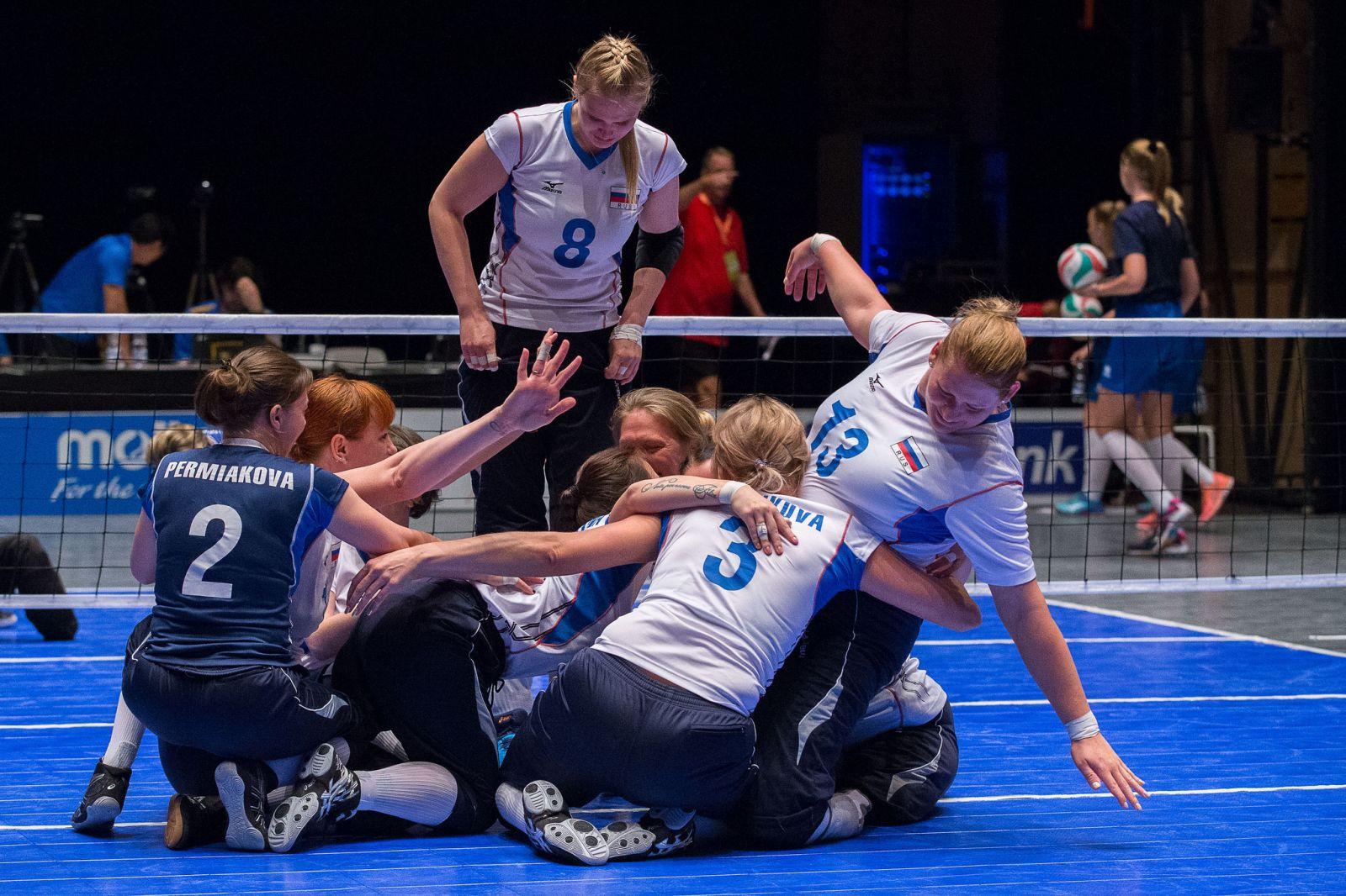 Женская сборная команда России по волейболу сидя обыграла сборную Бразилии в четвертьфинале чемпионата мира