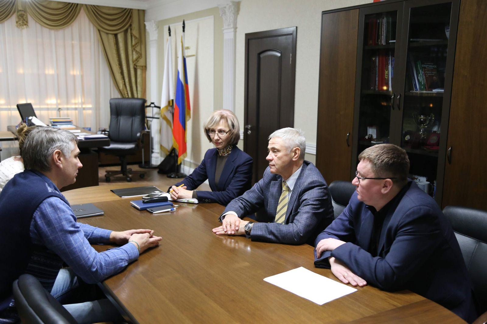 П.А. Рожков в офисе ПКР провел встречу с президентом следж-хоккейного клуба «Удмуртия» П.Ю. Вечтомовым