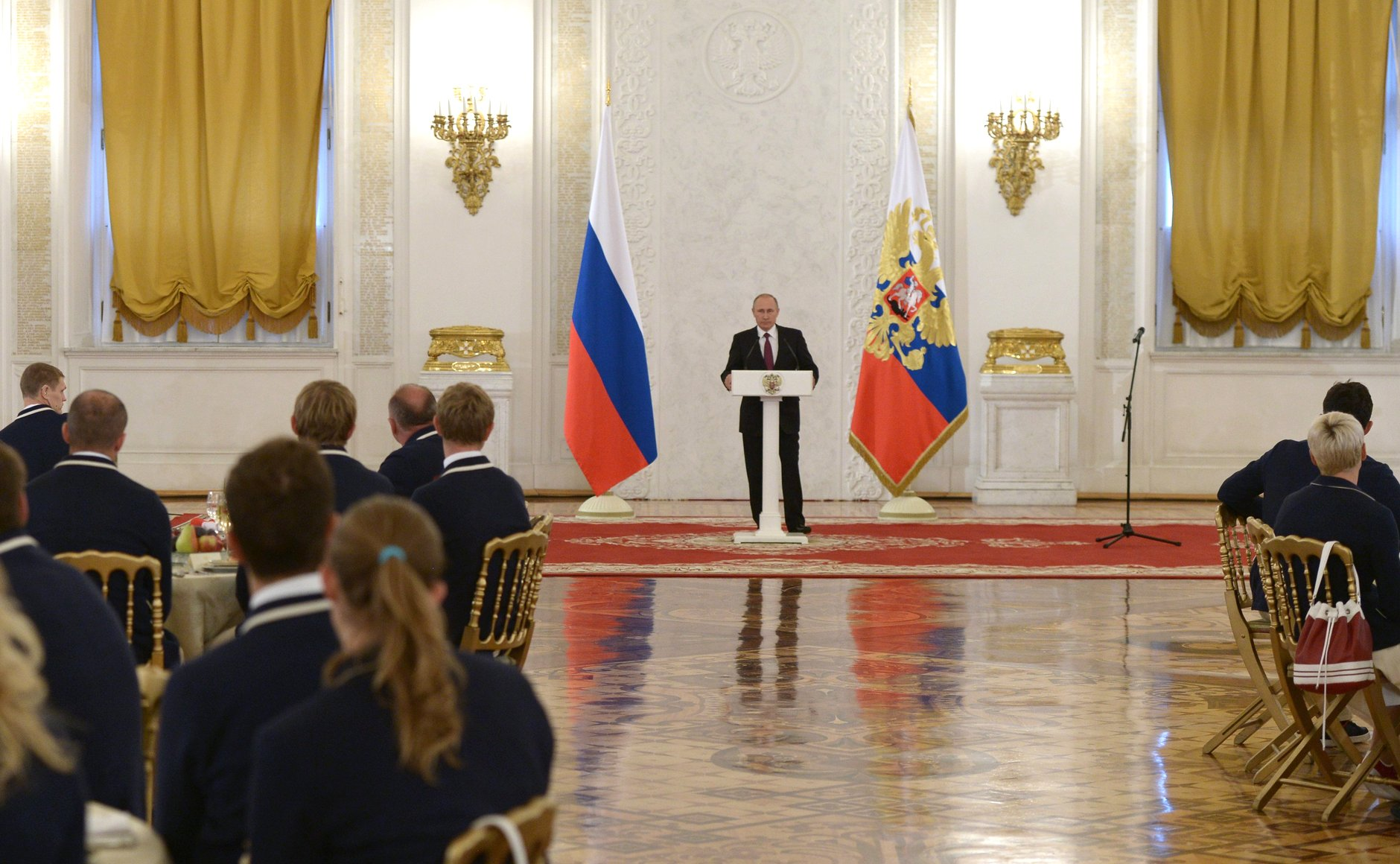 Президент РФ В.В. Путин в Кремле встретился с паралимпийской сборной командой России по летним видам спорта и вручил государственные награды РФ