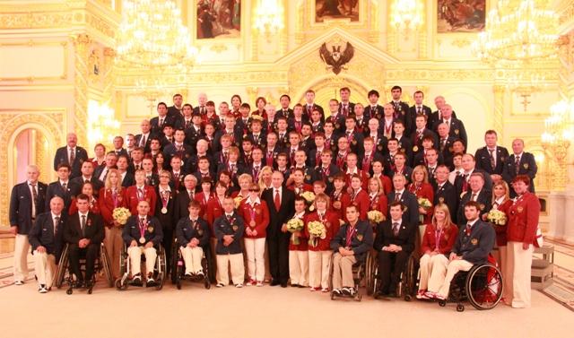 Президент России В.В. Путин  в Кремле торжественно  вручил государственные награды чемпионам  XIV Паралимпийских   летних игр в Лондоне