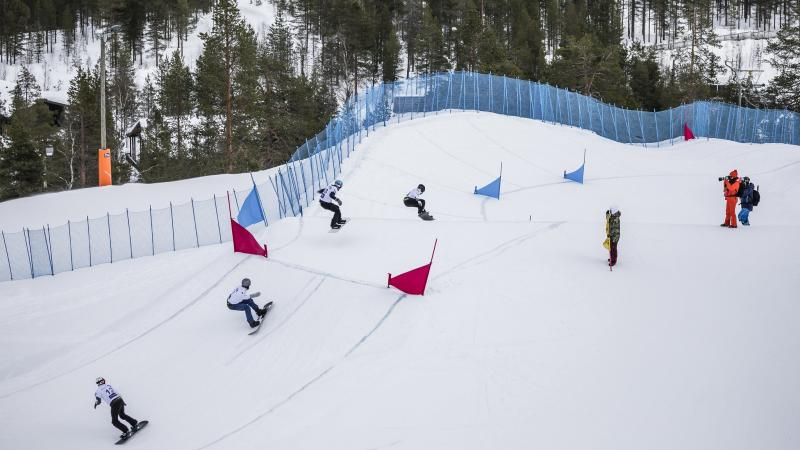 Оргкомитет Кубка мира по парасноуборду в Пюхе сообщает, что в связи с теплой зимой проведение соревнований переносится на несколько дней