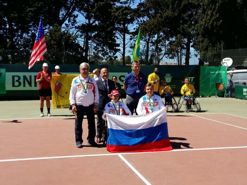 Юниорская сборная команда России по теннису на колясках завоевала серебряные медали на чемпионате и первенстве мира