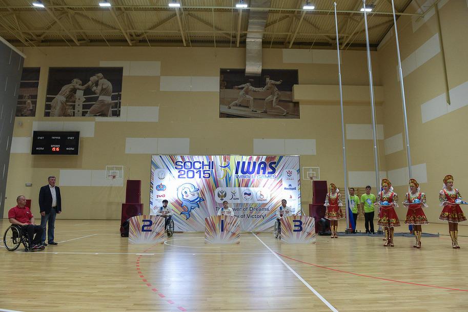 Во второй соревновательный день прошли церемонии награждения чемпионов и призеров Всемирных игр Международной спортивной федерации колясочников и ампутантов IWAS 2015 года в соревновании по легкой атлетике, плаванию, настольному теннису и армспорту