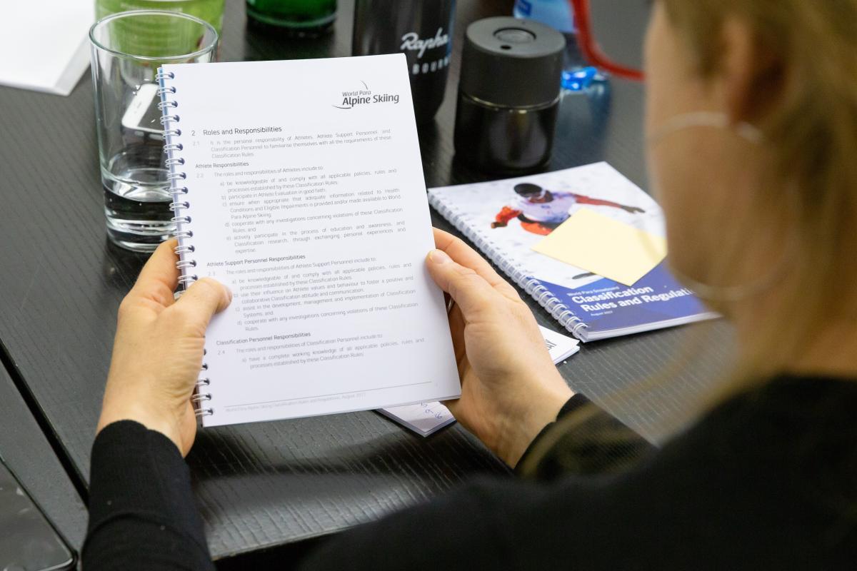 Всемирная федерация паралимпийских зимних видов спорта планирует провести образовательные курсы для классификаторов весной 2021 года