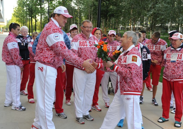 В Паралимпийской деревне в Лондоне утром Павел Рожков вручил награды российским победителям и призерам Игр