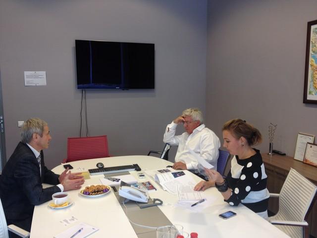 В   офисе ВГТРК состоялась встреча  П. А.  Рожкова с первым заместителем руководителя департамента - директора дирекции цифровых каналов департамента развития цифровых технологий ВГТРК   И. Л.  Шестаковым и заместителем директора филиала  - руководителем
