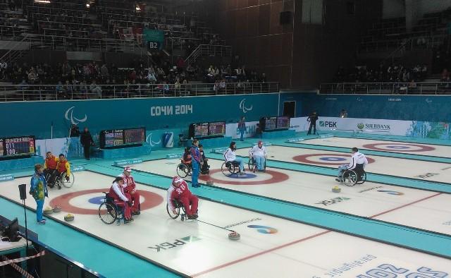 Сборная России по керлингу на колясках на XI Паралимпийских зимних играх в круговом турнире (3 сессия) обыграла команду Финляндии со счетом 7:3