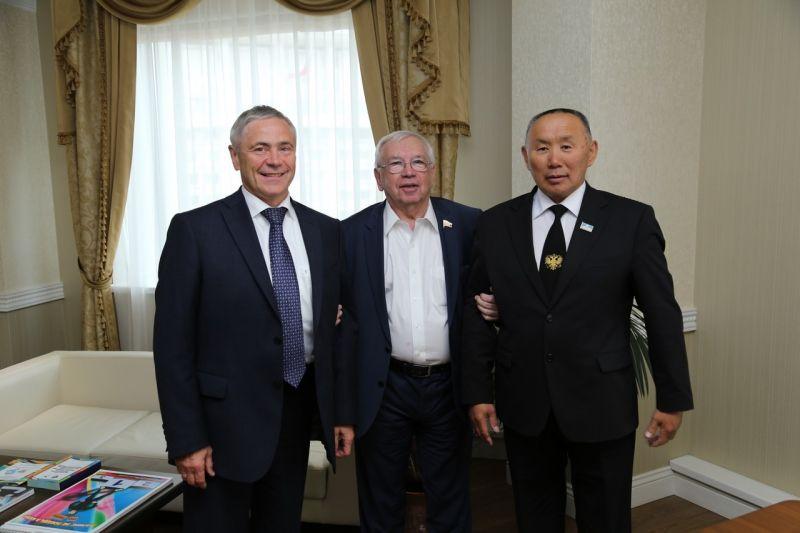 В.П. Лукин, П.А. Рожков в офисе ПКР провели встречу с заместителем Председателя Правительства Республики Саха (Якутия) М.Д. Гуляевым