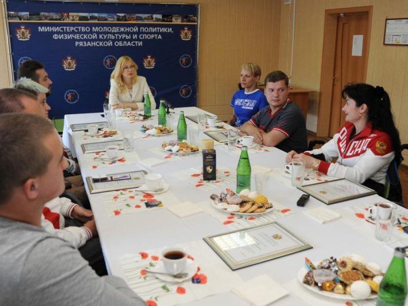 Министр молодежной политики, физической культуры и спорта Рязанской области Т.Е. Пыжонкова провела встречу со спортсменами-паралимпийцами региона