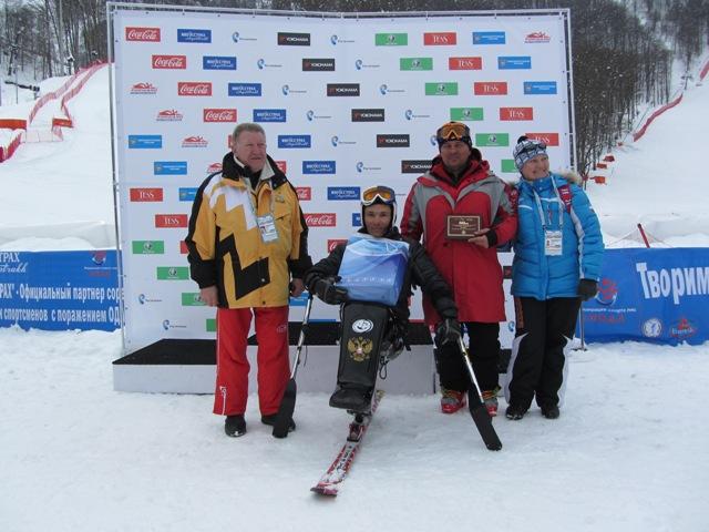 В третий день чемпионата России по горнолыжному спорту среди спортсменов с нарушением зрения и поражением опорно-двигательного аппарата определялись победители и призеры в слаломе-гиганте
