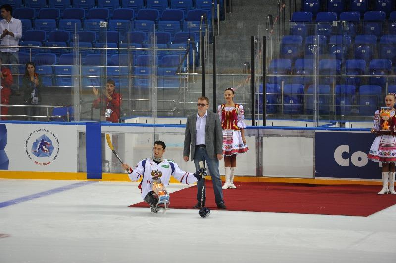 А. А. Строкин в г. Сочи по итогам матча сборных команд России и Чехии  наградил лучших игроков