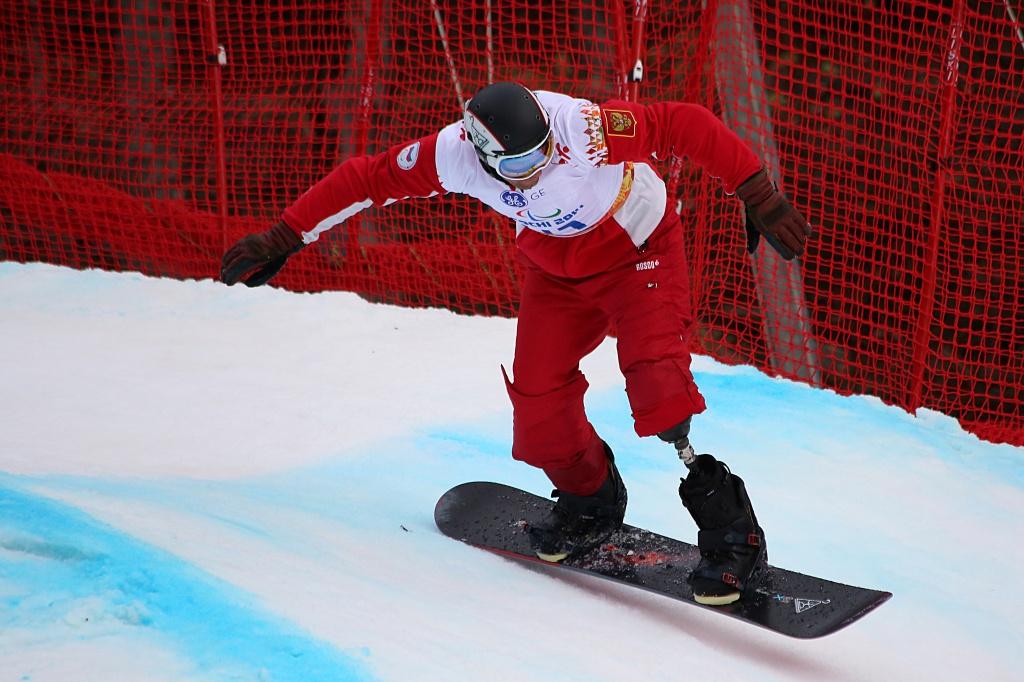 """В горнолыжном центре """"Роза Хутор"""" в г. Сочи прошли  первые в истории Паралимпийских игр соревнования по сноуборд-кроссу среди спортсменов с поражением опорно-двигательного аппарата"""