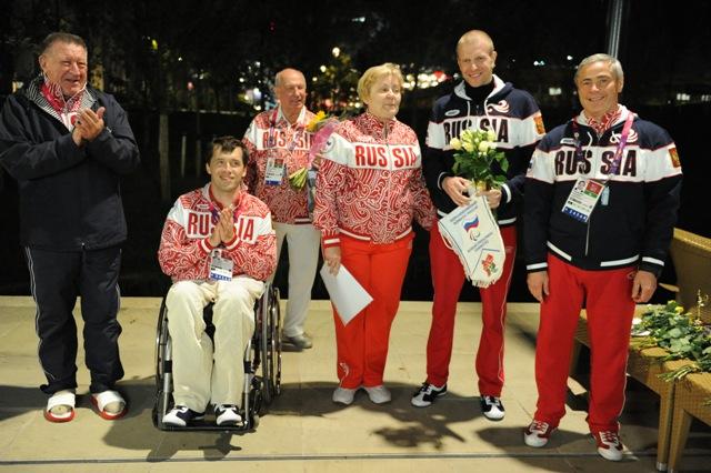 Первых российских победителей и призеров Паралимпийских летних игр в Лондоне поздравили  в Паралимпийской деревне