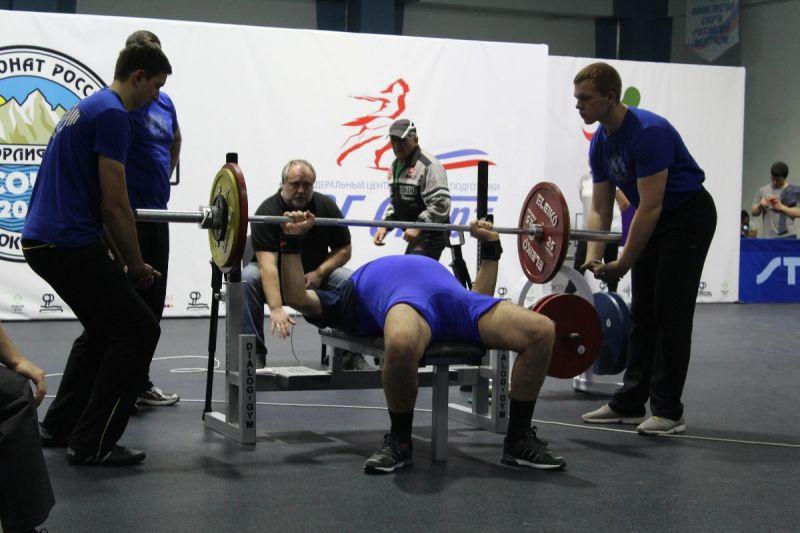 В Брянске проходит чемпиона России по пауэрлифтингу спорта слепых