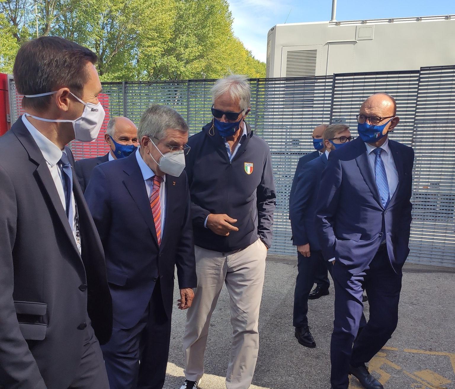 Президент МОК Т. Бах утверждает, что МОК будет «очень обеспокоен» организацией зимних Олимпийских и Паралимпийских Игр 2026 года, если итальянский закон о спорте будет одобрен