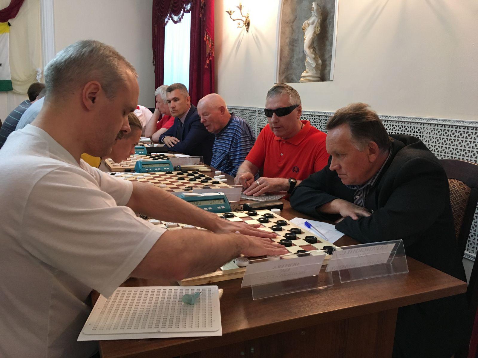 В Костроме стартовал чемпионат России по стоклеточным шашкам спорта слепых