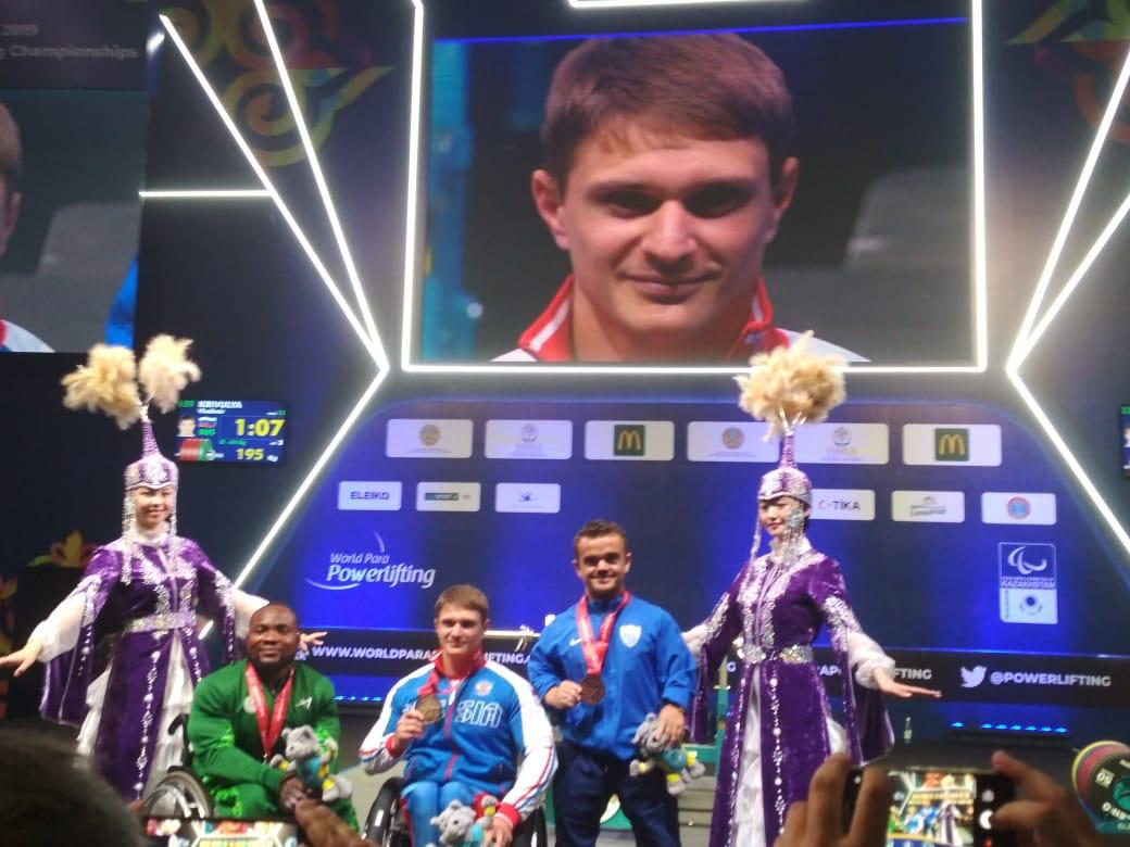 Владимир Кривуля завоевал золотую медаль во второй день чемпионата мира по пауэрлифтингу спорта лиц с ПОДА в Казахстане
