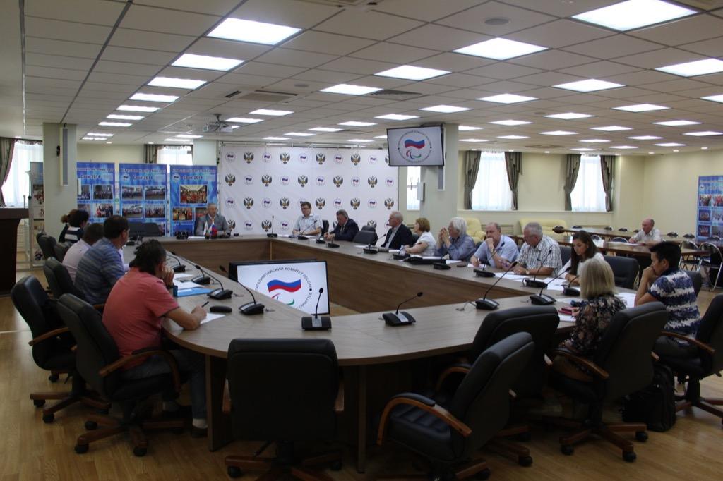 В зале Исполкома Дома паралимпийского спорта состоялось заседание совета рабочей группы по подготовке паралимпийских сборных команд России к участию в XV Паралимпийских играх в Рио-де-Жанейро (Бразилия) под руководством П.А. Рожкова