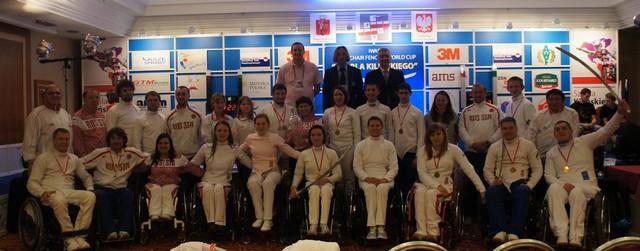 Сборная команда России по фехтованию на колясках заняла первое место в общекомандном зачете на Кубке мира в г. Варшаве (Польша), завоевав 5 золотых, 1 серебряную и 6 бронзовых медалей